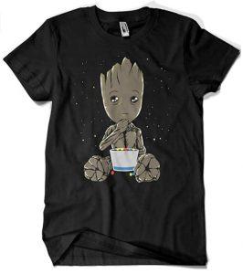 Camiseta de Groot eating - Las mejores camisetas de Groot de Guardianes de la Galaxia - Camisetas de Baby Groot
